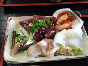 市場飯★お刺身定食 5点盛り(赤貝、カツオ、墨イカ、イワシ、ホッケ)